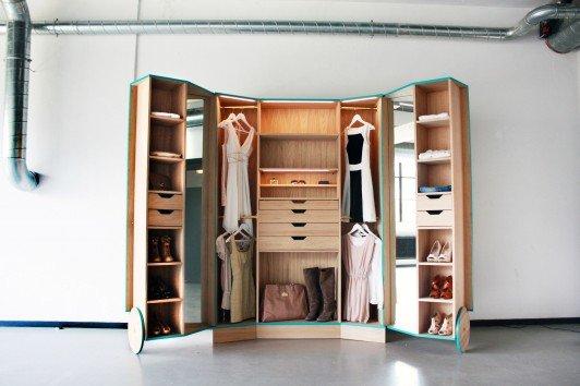 Walk-In Closet door Ho Sun Ching